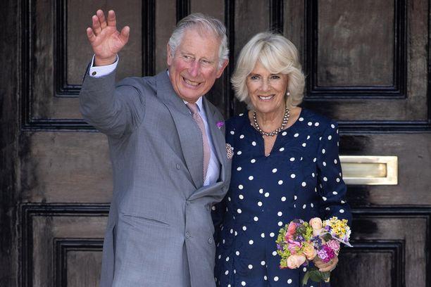 Camilla-viha on edelleen voimissaan. Prinssi Charlesin synttärikuvaan sataa kritiikkiä Camillalle.
