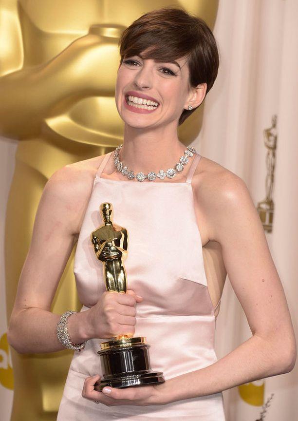 Anne Hathaway sai sivuosa-Oscarin.