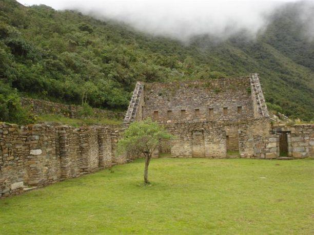 Choquequirao oli kukoistava kaupunki 1400- ja 1500-luvuilla. Alueella oli kartanoita, pengerviljelmiä sekä temppeleitä.