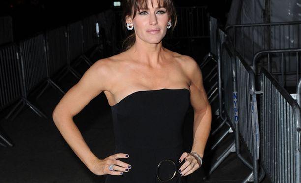 Näyttelijä Jennifer Garnerin käsivarret ovat kadehdittavan hyvässä kunnossa.