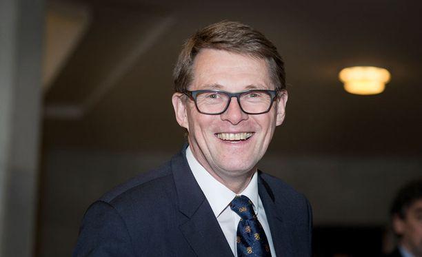 Matti Vanhanen kaipaa presidentiltä johtajuutta.