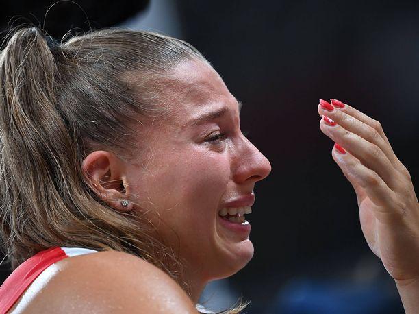 Angelica Moserin olympiaurakka päättyi kyyneliin.