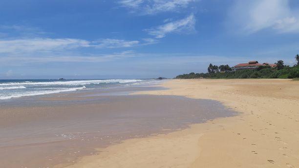 Bentotan hiekkaranta on tyhjentynyt Sri Lankan pommi-iskujen jälkeen.