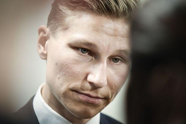Oikeusministeri Antti Häkkäsen mukaan sanktiot ja valvonta ovat vain osa tarvittavia toimenpiteitä.