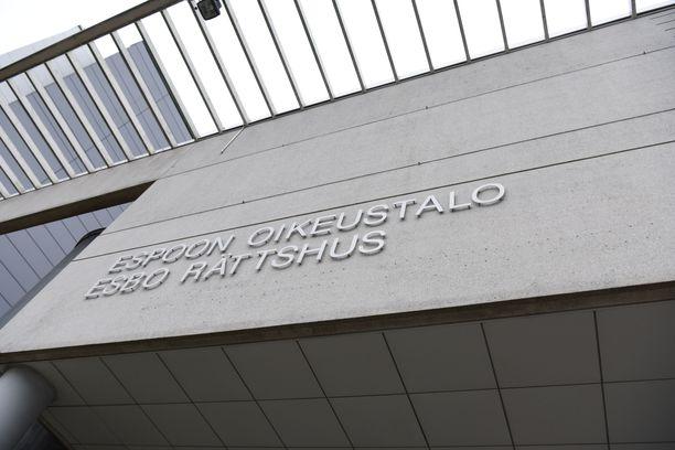 Oikeus katsoi naisen kertomuksen ensimmäisestä pahoinpitelystä riidattomaksi.