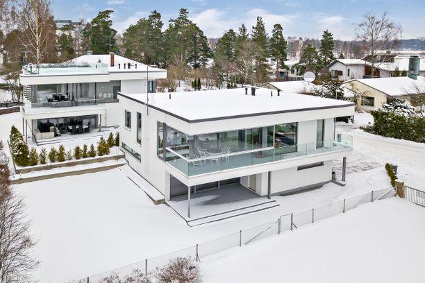Westendissä sijaitsevalla luksuskodilla on hintapyyntöä melkein kaksi miljoonaa euroa.