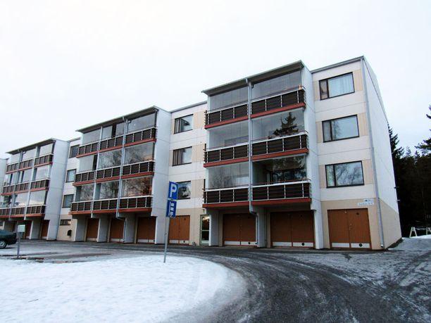 Uhri löytyi elottomana Nokian Kaarikadulta sijaitsevasta asunnosta.