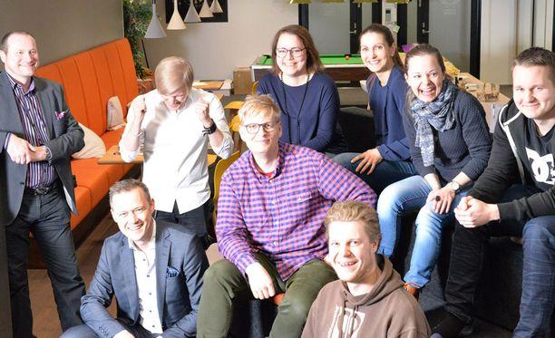 Monilla Goforen työntekijöillä on kytköksiä Jyväskylään. He ovat kotoisin Jyväskylästä tai sen lähikunnista, tai sitten he ovat opiskelleet siellä. Kuvassa etualalla vasemmalla toimitusjohtaja Timur Kärki.