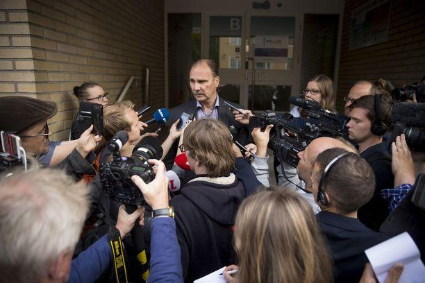 Tutkinnanjohtaja, rikoskomisario Olli Töyräs Turun puukotusten vangitsemisoikeudenkäynnissä elokuussa.