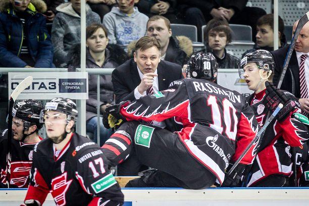 Raimo Summanen on Avangard Omskin rakastettu valmentaja, jolla on myös huonot puolensa.