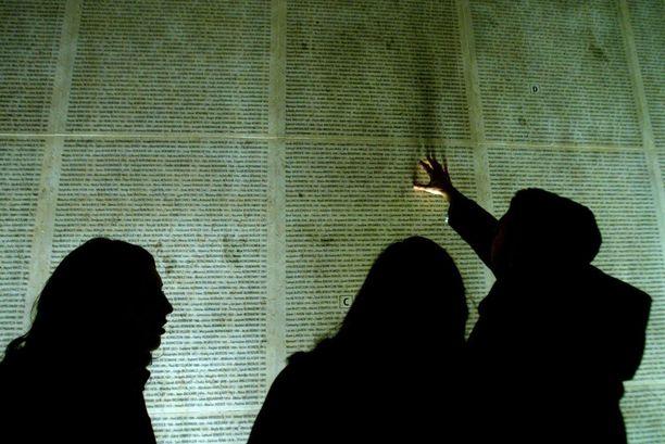Holokaustissa murhattujen ranskanjuutalaisten muistomerkki Pariisissa.