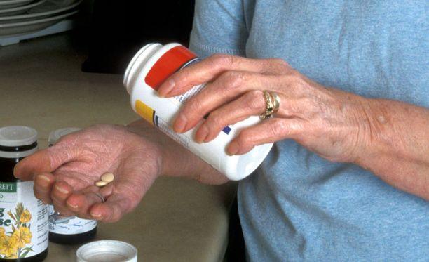 Nykyisten suomalaissuositusten mukaan 75-vuotiaiden olisi hyvä saada D-vitamiinia päivittäin 25 mikrogrammaa.