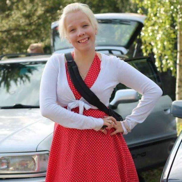 Tanja työskentelee nyt hotelli- ja ravintola-alalla, mutta hakee jatkuvasti sähköasentajan töitä.
