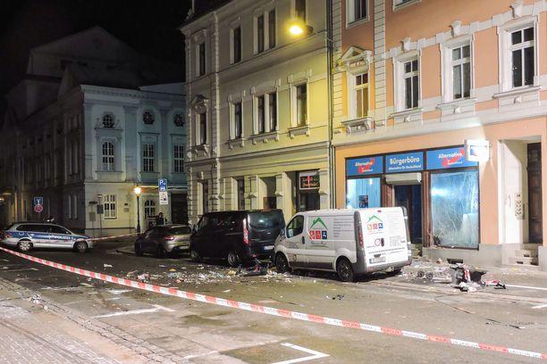 Räjähdys sattui toimiston ulkopuolella.