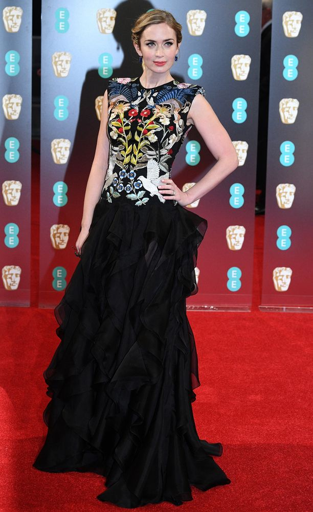 Emily Blunt puvun yläosa oli erikoinen.