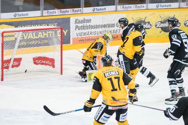 TPS haki vieraspisteet Lappeenrannasta, voittomaalin iski Teemu Väyrynen. SaiPa-luotsi Tero Lehterä suunnitteli karvalakkiostoksia.