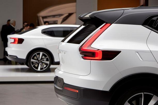 Volvo ei ole julkaissut kuvia tai nimeä tulevasta mallistaan. Tässä kuvassa Volvon vuoden 2016 konseptiversiot 40.1 ja 40.2.