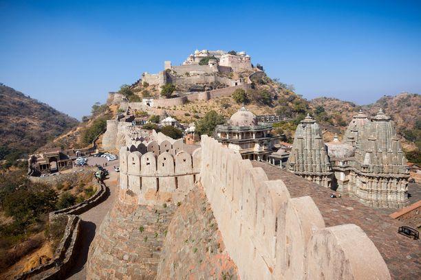 36 kilometriä pitkä Intian muuri suojaa lukuisia temppeleitä.