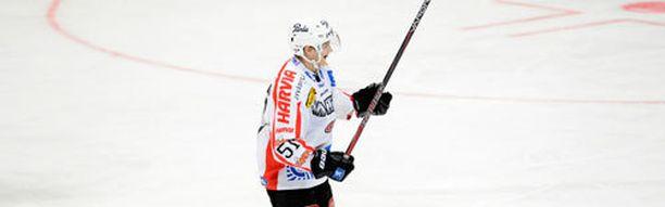 Kristian Näkyvä luutii jatkossa Luulajan paidassa.