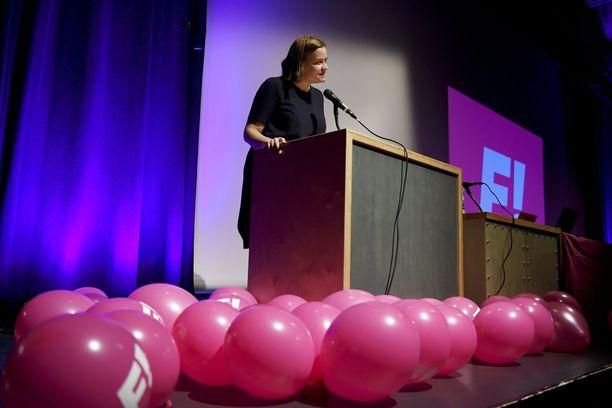 Feministisen puolueen puheenjohtaja Katju Aro piti puheen puolueensa ensimmäisessä puoluekokouksessa Espoossa 23. syyskuuta 2017.