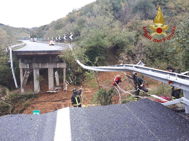 Moottoritiesilta romahti Savonan lähellä.