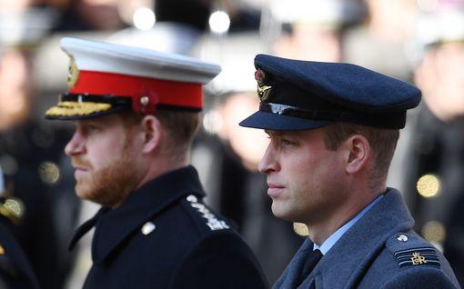 Kuninkaalliskirjailija prinsseistä: Harryn ja Williamin tulehtuneet välit vaarantavat Philipin hautajaiset