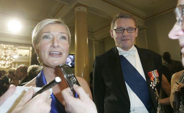Viime vuonna Matti Vanhanen juhli pääministerinä Sirkka Mertalan kanssa. Tänä vuonna asiat ovat toisin.