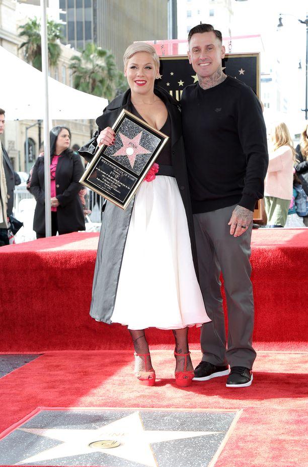 Carey kertoi sosiaalisessa mediassakin olevansa todella ylpeä vaimostaan.