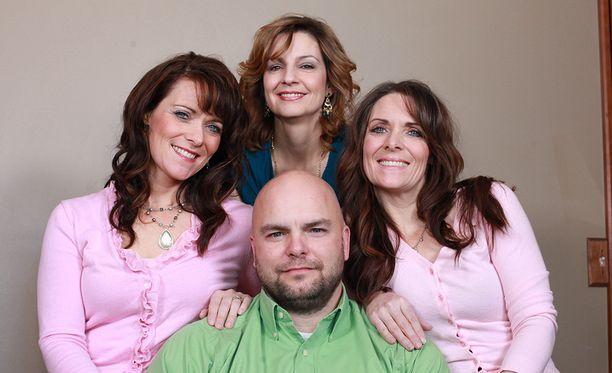 Joe Darger on ollut naimisissa siskosten Vickyn ja Valerien kanssa vuodesta 1990. Vuonna 2000 hän meni naimisiin myös vaimojensa serkun Alinan (kesk.) kanssa.