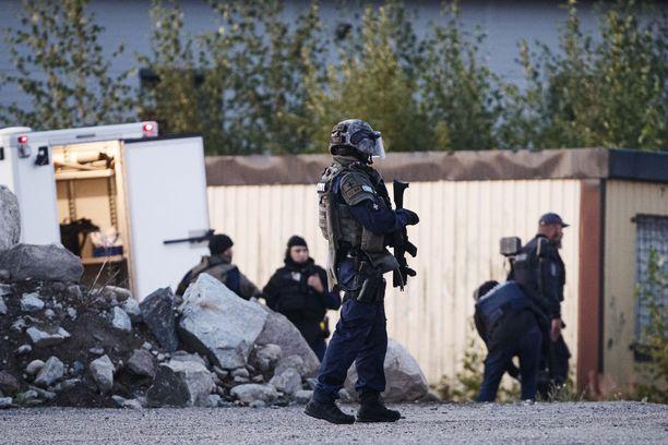 Porvoossa Eestinmäessä oli suuri poliisioperaatio yöllä 25.8.2019.