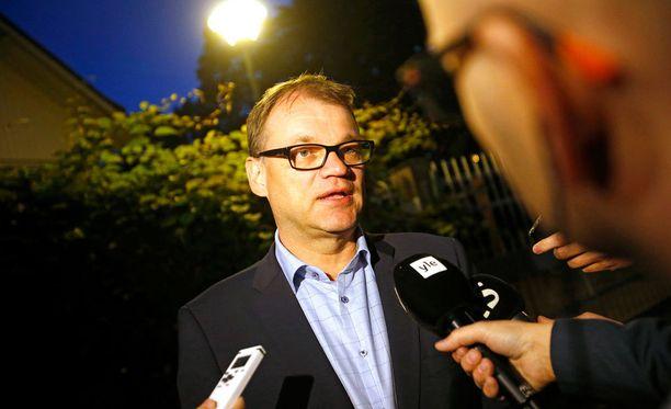 Juha Sipilä kertoi yhteiskuntasopimusneuvotteluiden tilanteesta Kesärannassa viime syksynä. Nyt Kesärannasta löytyi Pokemon-sali.