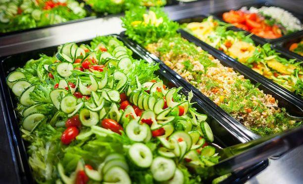 Tienvarsiravintoloiden suosituin ruoka on noutopöytä. Sen kerrotaan koostuvan arkiruoasta, kuten esimerkiksi pataruoista, keitoista ja liharuoista. Listoilla on nähty myös muun muassa juustokuorrutettua uunimakkaraa ja hernekeittoa.