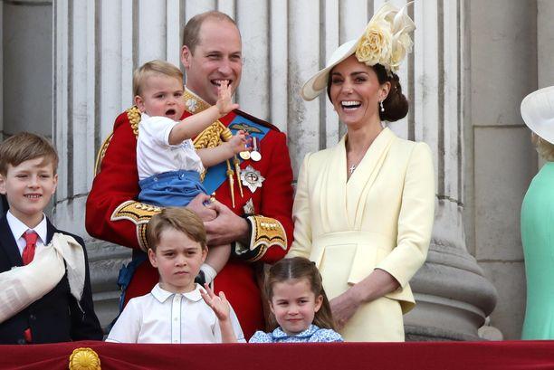 Kuninkaallinen perhe tekee paljon hyväntekeväisyystyötä.