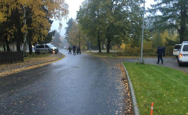 Aikuisen naisen tapon yrityksestä epäilty tyttö otettiin pakomatkan jälkeen kiinni Harjavallassa perjantaina aamupäivällä.