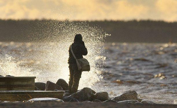 Keskiviikkona kannattaa olla varuillaan, jos liikkuu meren rannalla.