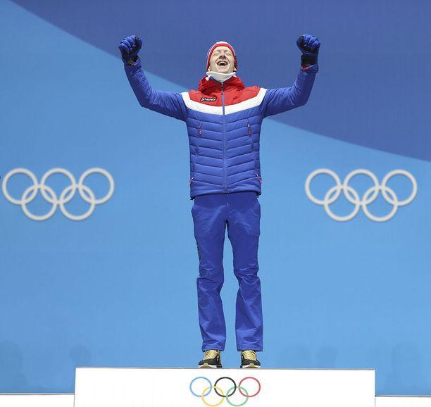 Norjan ampumahiihtäjä Johannes Thingnes Bö voitti olympiakultaa jo viime viikolla. Hän sai kultaiset lenkkarit.
