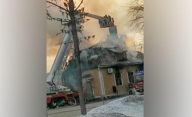 Kontiomäen arvokas asemarakennus tuhoutui tulipalossa.