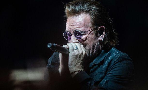 U2 joutui keskeyttämään toisen keikkansa Berliinissä laulaja Bonon ääniongelmien vuoksi. Kuva yhtyeen perjantaiselta, ensimmäiseltä Berliinin-keikalta.