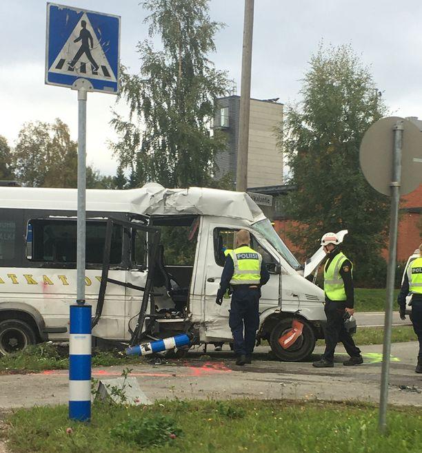 Onnettomuus tapahtui risteyksessä.