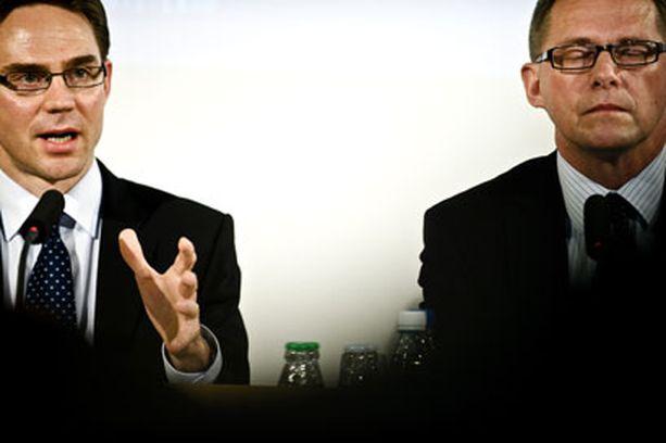 Valtiovarainministeri Jyrki Katainen (vas.) ja pääministeri Matti Vanhanen kertoivat maanantaina Suomen tukevan Kreikkaa jättimäisellä paketilla.