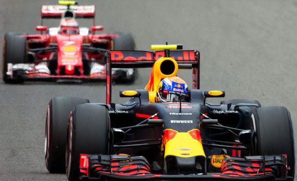 Kimi Räikkönen ja Max Verstappen ovat käyneet kovia taisteluita radalla ja sen ulkopuolella.