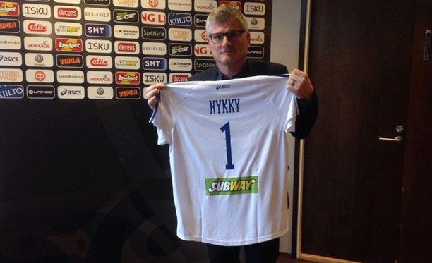 Edellisen maajoukkuepestinsä jälkeen Petteri Nykky palkattiin Sveitsin maajoukkueeseen, jota hän luotsasi vuodet 2011-15.