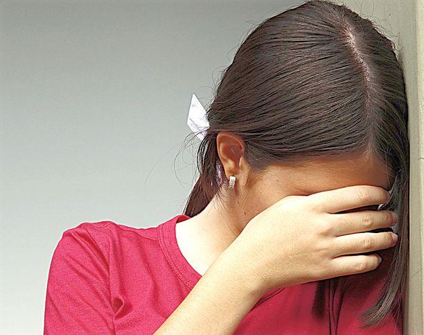 Tyttö oli hämmentynyt ja kauhuissaan. Hän kertoi tapahtuneesta heti ystävälleen. Kuvituskuva