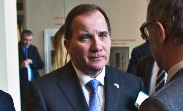 Ruotsin tuoreen pääministerin Stefan Löfvenin hallitus on joutumassa kriisiin.