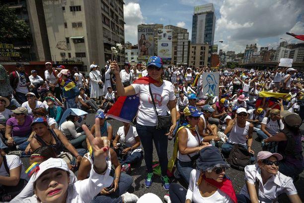 Mielenosoitukset Venezuelassa ovat jatkuneet jo useita viikkoja.