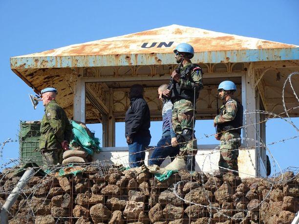 Mauri Koskela tarkastamassa etulinjaa entisellä tarkkailuasema 56:lla Syyriassa