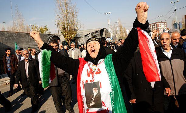 Vaikka lukemattomat iranilaiset ovatkin nyt toiveikkaita, että islamistit saadaan viimein kammettua pois vallasta, on hyvin mahdollista, että valtion harjoittama väkivalta vain yltyy ja lopulta tukahduttaa mielenosoitukset.
