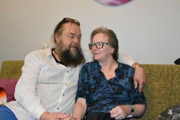 Juuso Juurikkala kertoo, että Kaija Juurikkala on pysynyt positiivisena koko pitkän kuntoutusprosessin ajan.