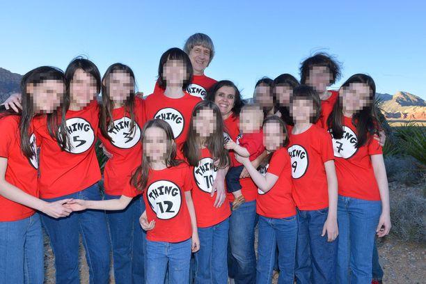 Vuonna 2016 Facebookiin lisätty kuva perheestä.