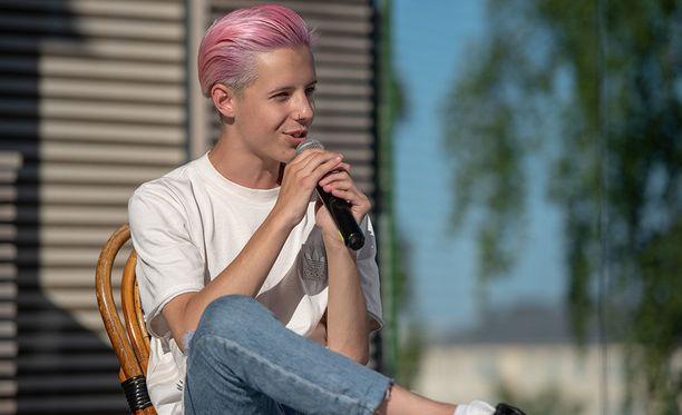 Tuure Boelius on tunnettu suomalainen tubettaja ja laulaja.